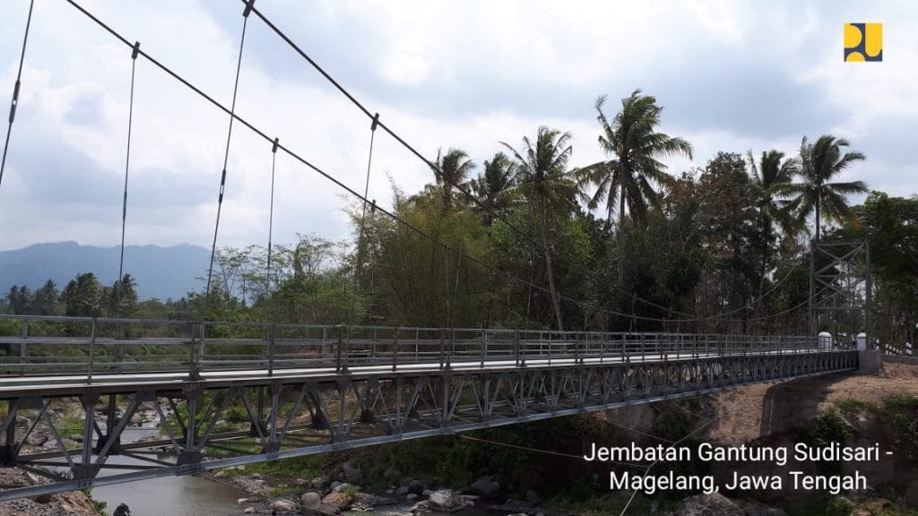Jembatan Gantung Gerakkan Roda Ekonomi di Desa