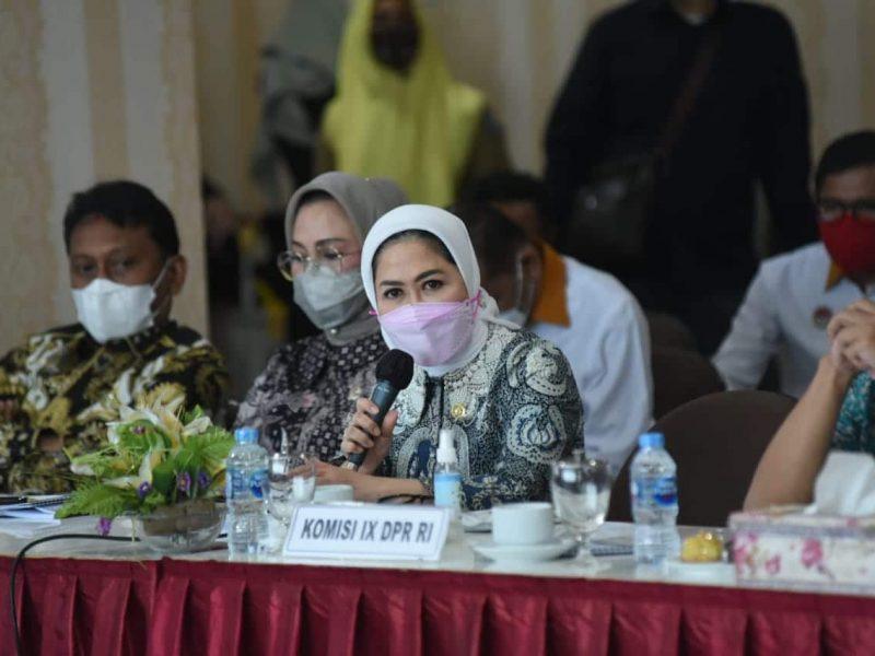 Anggota DPR RI Komisi IX, Hj Intan Fauzi, SH, LL.M saat Reses ke Provinsi Kepulauan Riau, Senin (15/2)