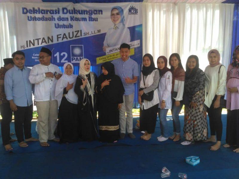 Intan Fauzi saat menghadiri deklarasi dukungan ustadzah dan ibu-ibu Majlis Taklim