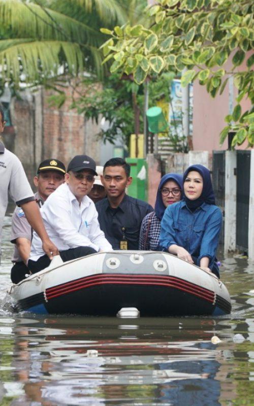 Intan Fauzi Meninjau Banjir