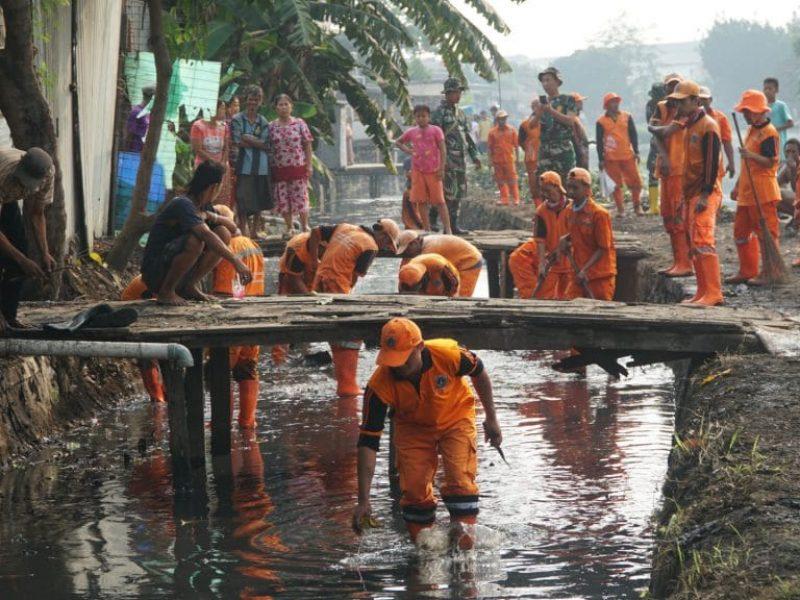 Kerja Bakti Bersama Situ Rawa Bebek (Kodam Jaya - Kodim ( (15)