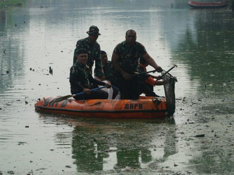 Kerja Bakti Bersama Situ Rawa Bebek (Kodam Jaya - Kodim ( (38)