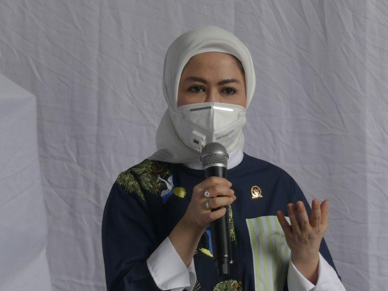 Anggota Komisi IX DPR RI, Intan Fauzi  bersama Badan Penempatan dan Perlindungan Pekerja Migran Indonesia (BP2MI) Pusat menggelar sosialiasi terkait perlindungan pekerja migran di luar negeri di Kota Bekasi dan Kota Depok ,  Provinsi Jawa Barat, Senin (16/11/2020).