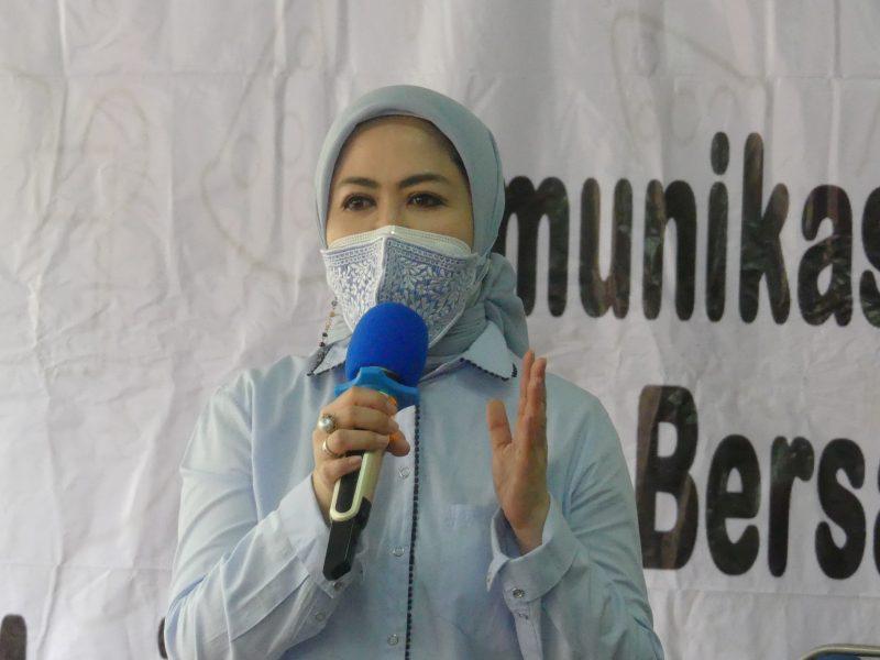 Anggota DPR RI Komisi IX, Intan Fauzi bersama Badan Pengawasan Obat dan Makanan (BPOM) melalukan sosialisasi KIE BPOM di Rangkapan Jaya, Pancoran Mas, Depok, Jumat (20/11/2020)
