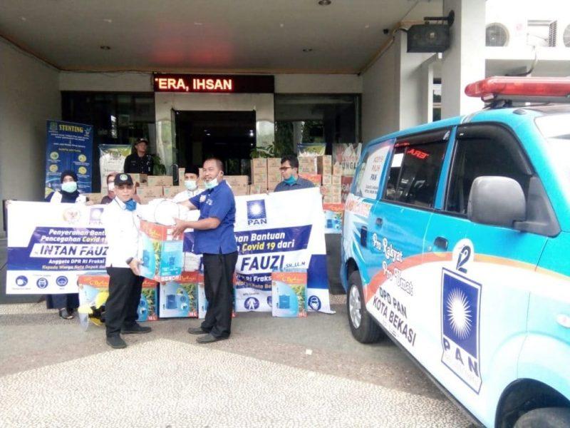 Bantuan dari Anggota DPR RI Intan Fauzi ini diserahan kepada para Anggota DPRD Kota Bekasi di Kantor  DPD PAN Kota Bekasi, Jumat (3/4)