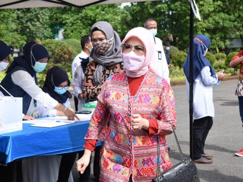 Anggota Komisi IX DPR RI, Hj Intan Fauzi, SH, LL.M  melakukan kunjungan kerja spesifik ke RSUP dr. Sitanala, Tangerang, Banten, Kamis (4/2/2021).