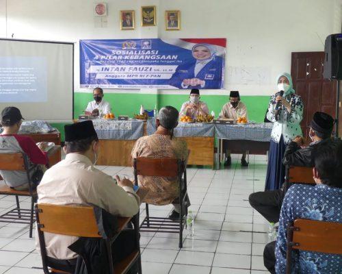 Anggota MPR RI/DPR RI, Hj Intan Fauzi, SH, LL.M saat Sosialisasi Empat Pilar Kebangsaan di SMP Islam Taufiqurrahman Depok, Senin (8/2)