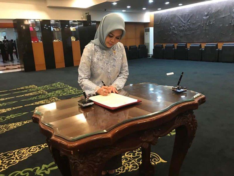 Pelantikan Intan Fauzi sebagai Anggota MPR RI