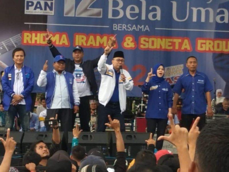 Ketua Umum PAN, Zulkifli Hasan bersama Ketua DPP PAN, Intan Fauzi saat Kampanye Akbar PAN di Depok,  Kamis (28/3)
