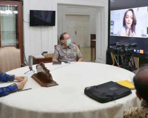 Wakil Presiden (Wapres) K. H. Ma'ruf Amin saat melakukan wawancara virtual dengan dr. Reisa Broto Asmoro selaku Juru Bicara Tim Komunikasi Publik Gugus Tugas Percepatan Penanganan COVID-19 di kediaman resmi Wapres, Jl. Diponegoro No. 2 Jakarta Pusat, Kamis (15/10/2020)